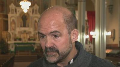 Un sacerdote inicia huelga de hambre en apoyo a los dreamers
