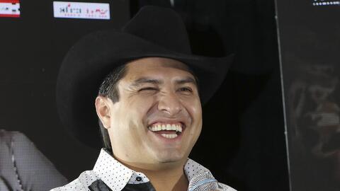 Julión Álvarez le exige a sus músicos que planchen su ropita