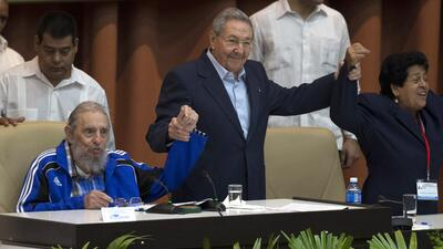 Cuba's leaders dig in, delay passing torch