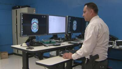 Policía de Houston designa un equipo especial para investigar amenazas cibernéticas en contra de escuelas