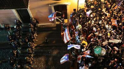 Jornada de protestas masivas exigiendo la renuncia de Rosselló termina en medio de gases lacrimógenos