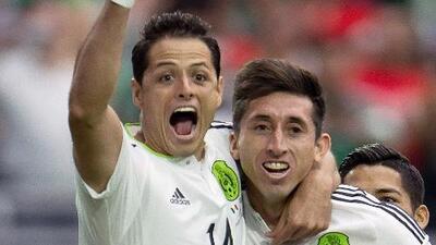 Chicharito y Herrera de amores con sus novias, mientras el Tri se concentra en Argentina