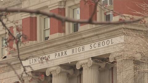 Refuerzan la seguridad en la secundaria Lincoln Park del norte de Chicago por amenaza de tiroteo