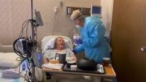 """""""¡Feliz aniversario!"""": la bonita sorpresa de una mujer a su marido ingresado con coronavirus"""
