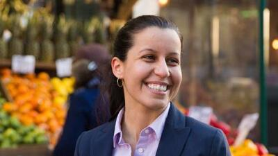 """""""Yo nunca trabajaré con ICE"""": candidata a fiscal de Queens promete proteger a comunidad inmigrante"""