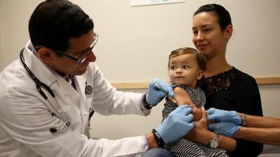 Aprueban seguro médico para indocumentados en California