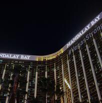 Cadena hotelera MGM acuerda millonaria compensación a víctimas de tiroteo en Las Vegas