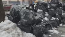 La acumulación de basuras sobre la nieve sigue generando malestar y preocupación en comunidades de Nueva York