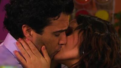 Lupita le dio valor con besos a Miguel Ángel