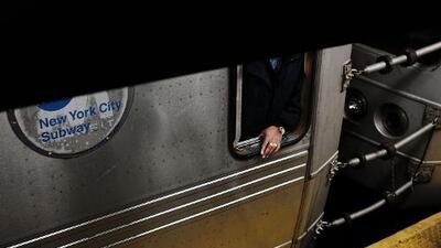 Lo que debes saber hoy: Una ola de crímenes inusuales azota los subways, MTA dará pasajes gratuitos a estudiantes, y el NYPD intensifica sus esfuerzos para el verano