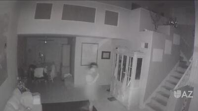 Captan a hombre desnudo entrando a una residencia para intentar abusar de una menor