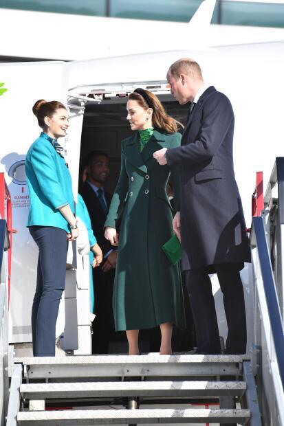 Para su primera visita oficial a Irlanda, la duquesa de Cambridge eligió un vestido verde, color representativo del país que los recibe.
