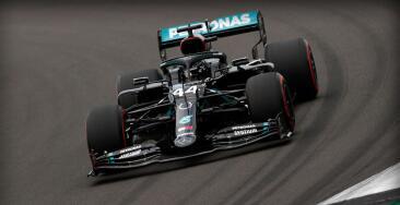 Mercedes domina prácticas en Silverstone