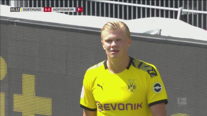 ¡Reflejos felinos! Baumann evita el gol de Brandt y evita el contrarremate de Haaland