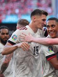Con goles de Thorgan Hazard y Kevin de Bruyne, Bélgica derrota a Dinamarca 2-1 y, con este resultado, suman su segunda victoria y aseguran su pase a la siguiente ronda de la Euro 2020. El único tanto de los daneses fue por parte de Yussuf Poulsen a los dos minutos del inicio del encuentro. Previo al partido se llevó a cabo un homenaje al jugador danés Christian Eriksen.