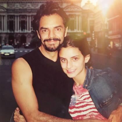 Los genes de Eugenio Derbez dominan en todos sus hijos. En esta imagen que publicó Aislinn en Instagram, se marca más el parecido de su padre con ella.