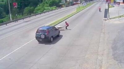En video: Atropellan a una mujer en una calle de Guatemala y el conductor se da a la fuga