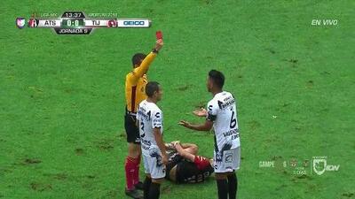 ¡Expulsión! El árbitro saca la roja directa a Juan Carlos Valenzuela