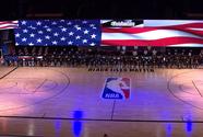 ¡Emotivo! Jugadores se arrodillan en el arranque de la NBA