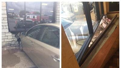 Vehículo impacta restaurante de cómica rápida en New Braunfels