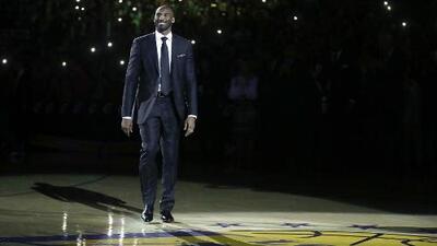 Lakers retiran números de 8 y 24 Kobe Bryant, pero Golden State los vence en tiempo extra