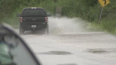 Piden a la comunidad extremar medidas ante la perturbación tropical que avanza a la costa de Texas