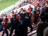 Conato de bronca en el Estadio Jalisco es frenado a tiempo por la policía