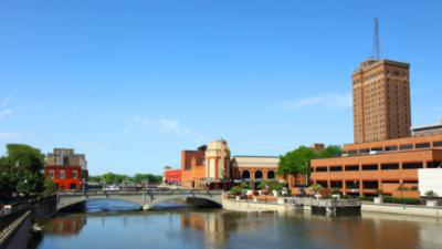 Illinois lo celebra: Aurora es una de las 10 mejores ciudades para lograr el sueño americano