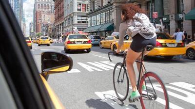 Si andas en bici por la ciudad, estos consejos podrían salvar tu vida