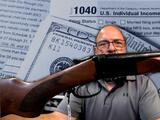 """Por la violencia, """"algunos en Chicago gastan el cheque de estímulo en armas"""", denuncia activista"""