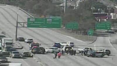Autoridades investigan un accidente vehicular ocurrido en la carretera 610 en el sureste de Houston