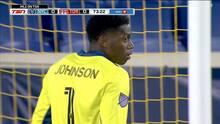 Sean Johnson le gana un mano a mano a Ayo Akinola y evita el gol de Toronto FC