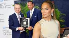 A-Rod recibe un reconocimiento en Miami y JLo brilló por su ausencia