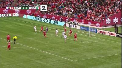 Uyy!! Casi gol. Héctor Herrera patea y da en el arco