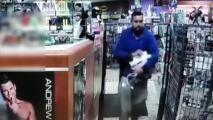 Autoridades buscan a sospechoso de robar un juguete sexual al suroeste de Houston