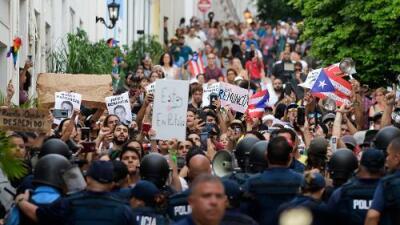 En medio de protestas, el escándalo por un chat acorrala al gobernador de Puerto Rico y amenaza con trabar fondos clave para la reconstrucción