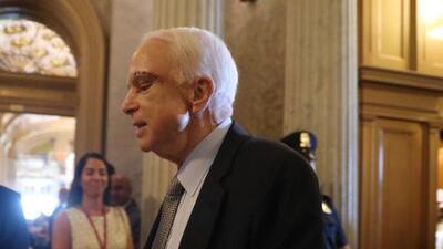 John McCain regresa al Capitolio para ayudar a abrir el debate final sobre Obamacare y regañar a sus colegas