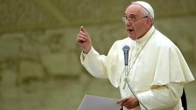 El Papa acoge a dos familias de refugiados y pide lo mismo a iglesias en Europa