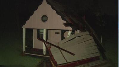 Un tornado provocado por Harvey causó grandes daños al suroeste de Houston