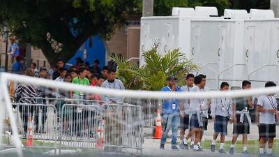 Los centro de detención para menores siguen llenos aunque el gobierno asegura que ya comenzaron las reunificaciones