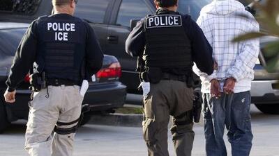 Una alcaldesa de California advierte a los inmigrantes de una posible redada de ICE