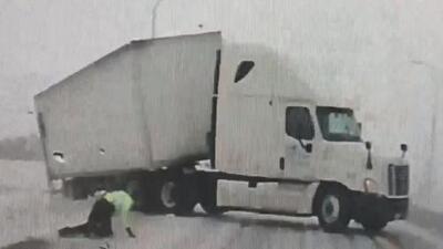 Oficial de carreteras es arrastrado por el viento: una muestra de la fuerza del 'ciclón bomba' en Minnesota
