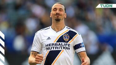¡Mal perdedor! Zlatan le hace seña obscena a la afición de LAFC