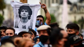 La convulsionada despedida de Maradona no para: sus hijas rompen el silencio y un joven asegura que 'El 10' es su padre