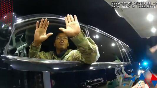 (VIDEO) Despiden a policía de Virginia acusado de abuso de fuerza contra militar hispano