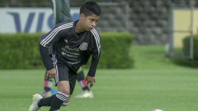 La Galaxy firma promesa de México de solo 15 años