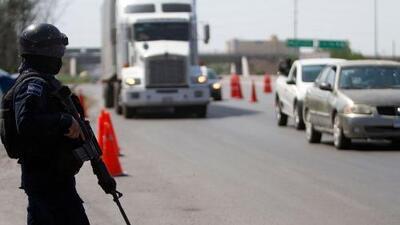 En un minuto: Hallan a 100 migrantes centroamericanos en un camión frigorífico en México