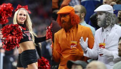El colorido de hinchas y porristas en la definición del básquetbol de la NCAA