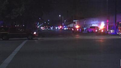 Un oficial de policía muere y otro resulta herido tras un tiroteo en Pomona