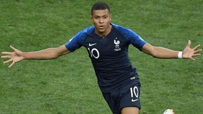 A sus 19 años y con una Copa del Mundo, ¿tiene Mbappé mejor carrera futbolística que CR7 y Messi?
